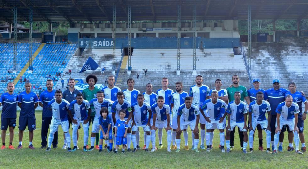 Time do Serrano antes de amistoso preparatório para a temporada de 2018.