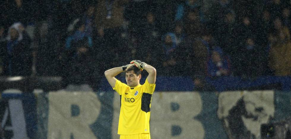 Iker Casillas lamenta sua falha no jogo contra o Vitória de Guimarães.