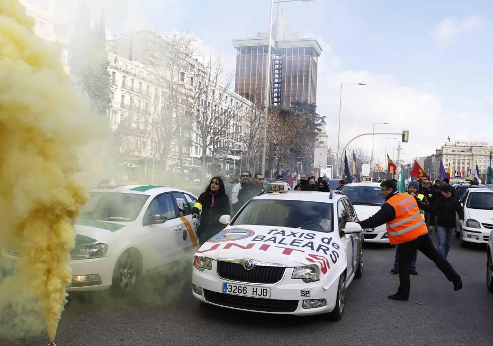 Manifestação de taxistas contra a desregulamentação do táxi na Espanha.