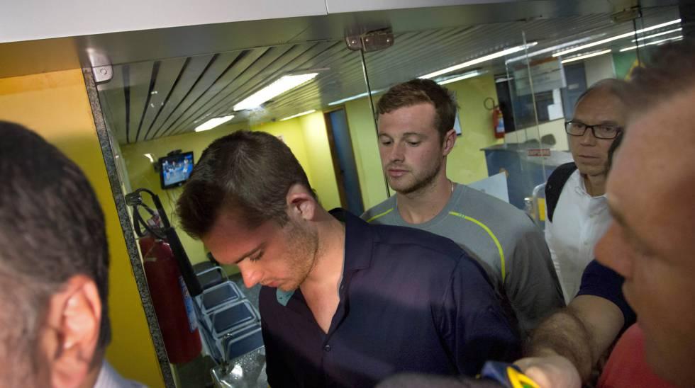 Dois dos quatro nadadores envolvidos no incidente do Rio.