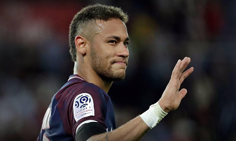 Atacante Neymar seguirá no PSG após fechamento de janela de transferência.