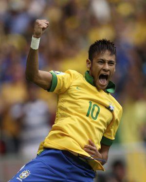 Neymar marca gol na Copa das Confederações.