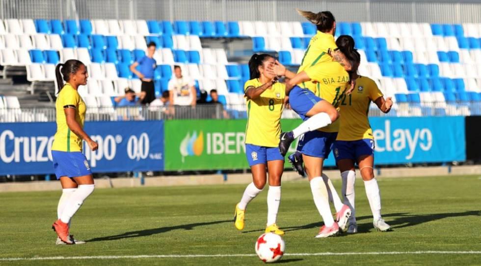 Jogadoras comemoram gol contra a Espanha, no último sábado.