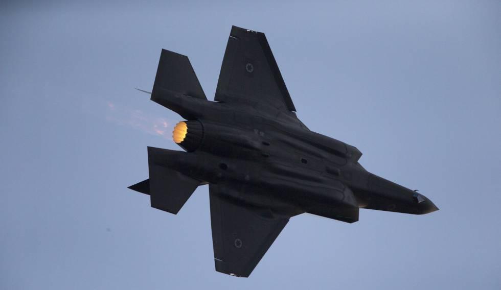 Um caça israelense F-35, em manobras em dezembro de 2016.