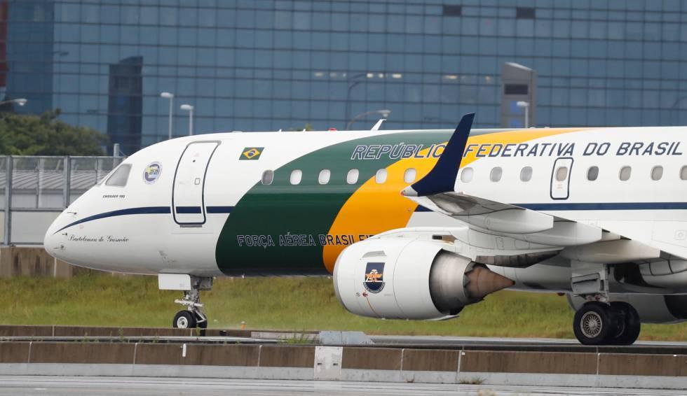 O avião presidencial em Osaka, no Japão.