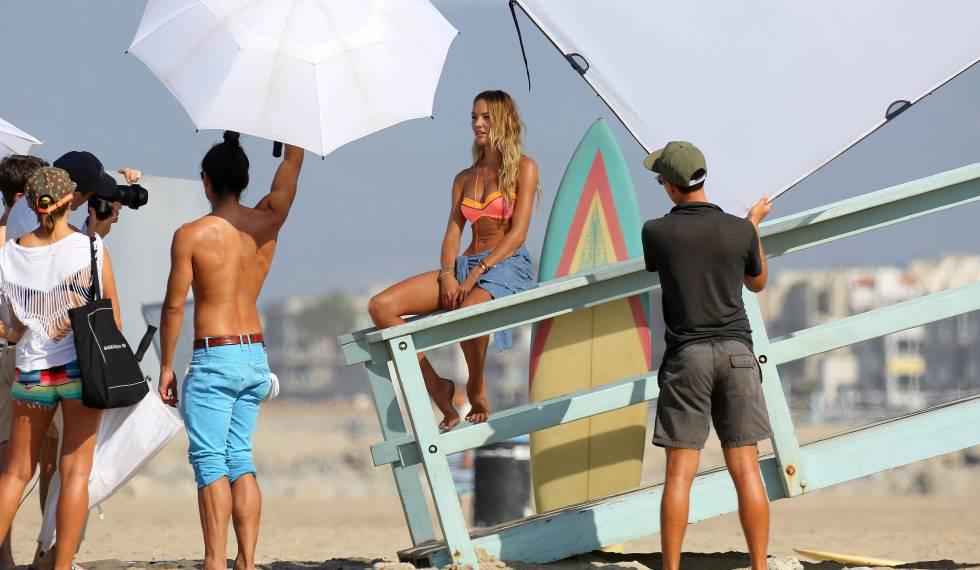Candice Swanepoel em uma sessão de fotos de Vitória's Secret.