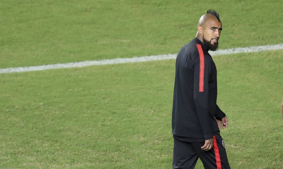 Vidal treina com a seleção chilena em Salvador.