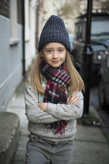 Uma das fotos da menina com roupas da Zara Boys.