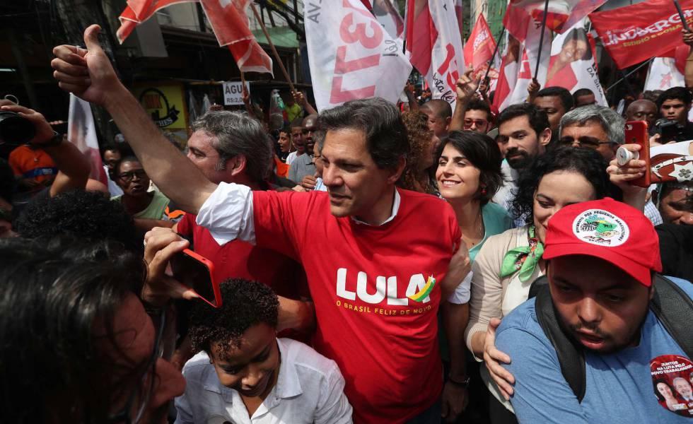 Fernando Haddad faz campanha na favela da Rocinha, Rio de Janeiro.