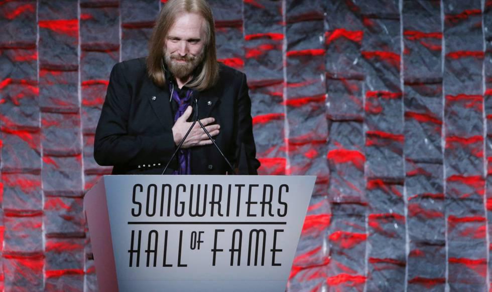 Tom Petty discursa em cerimônia em Nova York em 2016.
