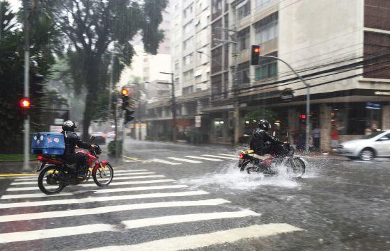 Ruas alagadas pela chuva em São Paulo.