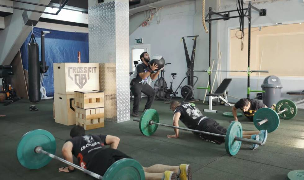 Sessão de crossfit no Kuwait.