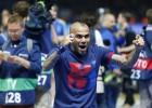 Após meses de negociações, lateral direito brasileiro mantém seu vínculo com o clube até 2017, assim como o técnico azul-grená
