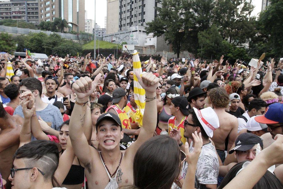A proposta causou desconfiança e protesto no início. Alguns dos blocos mais tradicionais de São Paulo mudariam de lugar por questões de organização e segurança. Após o primeiro dia de Carnaval na avenida 23 de Maio, contudo, o paulistano parece ter aprovado a mudança.