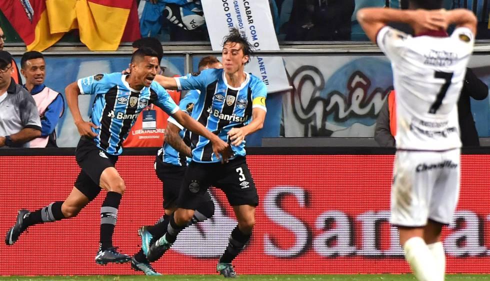 Cícero marcou o gol da vitória na Arena do Grêmio.