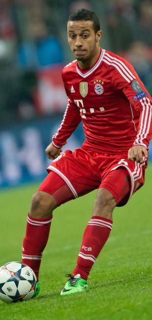 Thiago Alcantara durante jogo da Champions League.