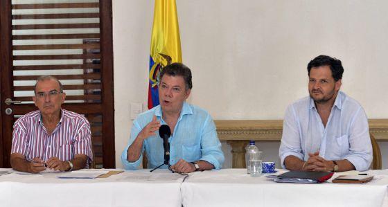 Santos com a equipe negociadora do Goverrno em Cartagena.