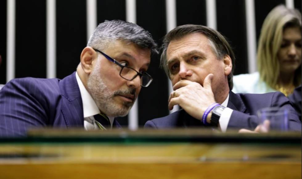 Alexandre Frota e Bolsonaro conversam na Câmara.