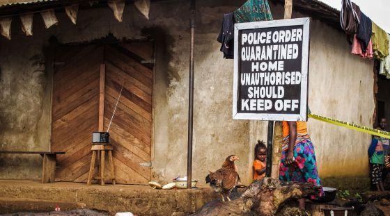 Casa submetida a quarentena em Serra Leoa.