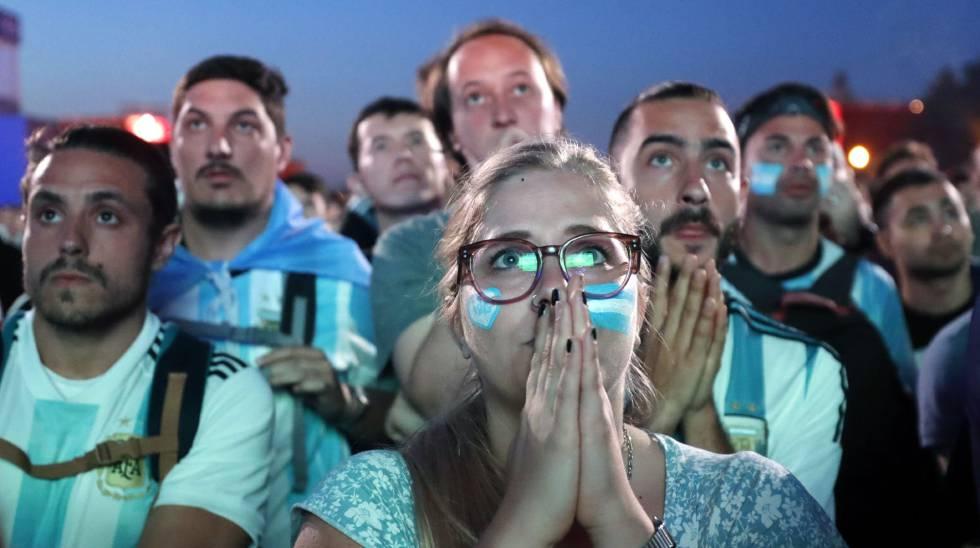 Torcedores da Argentina após o jogo contra a Croácia.
