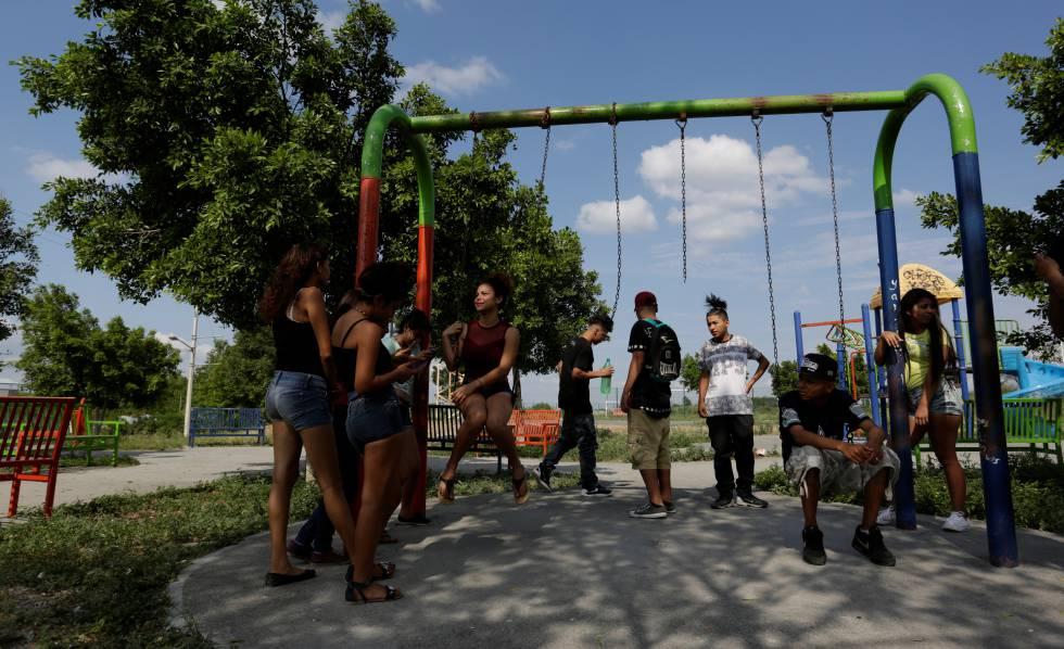 Jovens em um parque do norte do México.