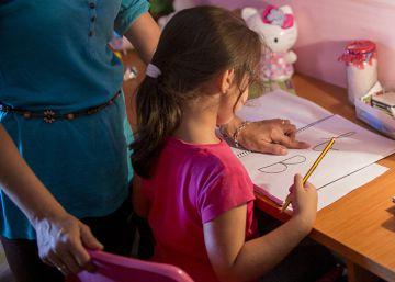 Os deveres escolares cada vez começam antes, e sua conveniência divide a comunidade educativa