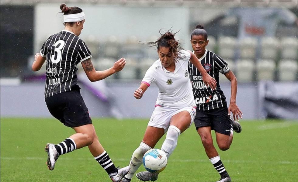 Santos e Corinthians, que têm equipe feminina há mais de um ano, jogam a elite da categoria no Brasil.