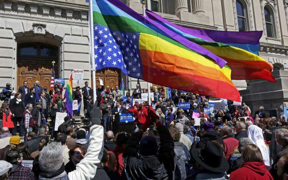 Manifestação em Indiana contra o governador Pence.