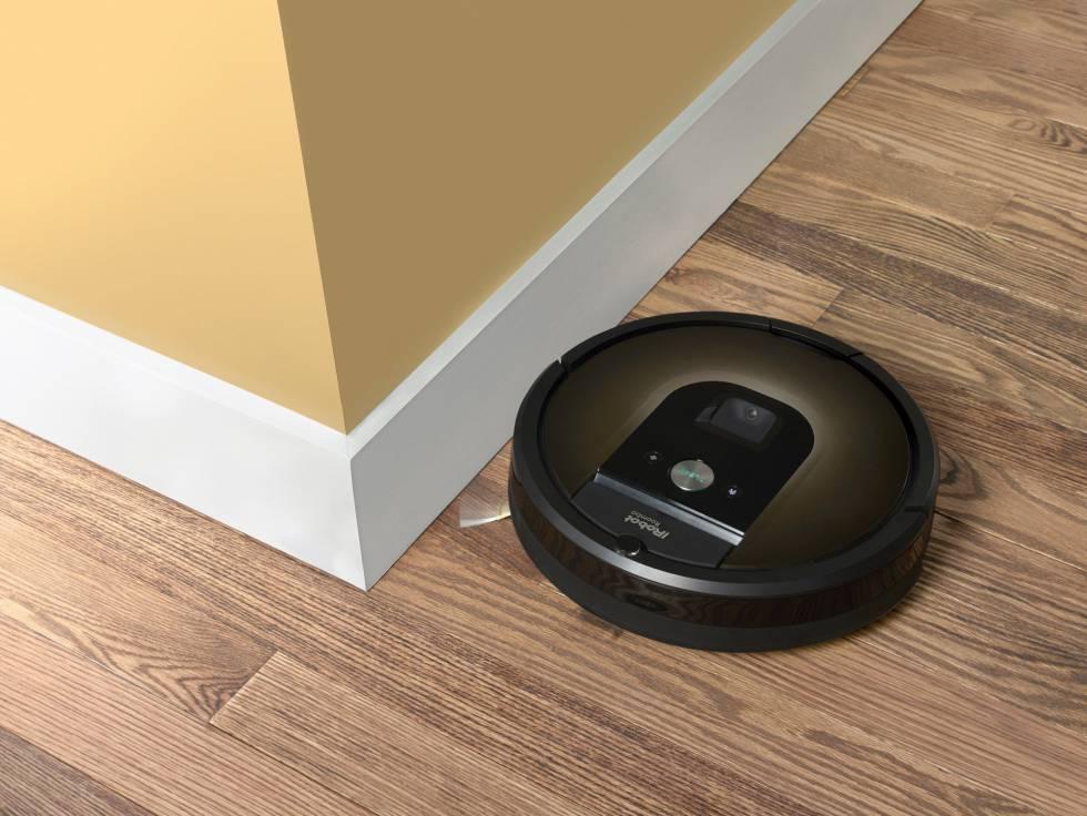 O modelo 980 de Roomba, que inclui uma câmera para registrar a situação do lar.