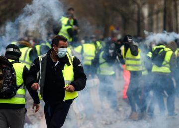 Manifestantes incendiaram um prédio. Polícia informou que mais de 400 pessoas foram detidas e mais de 130 ficaram feridas