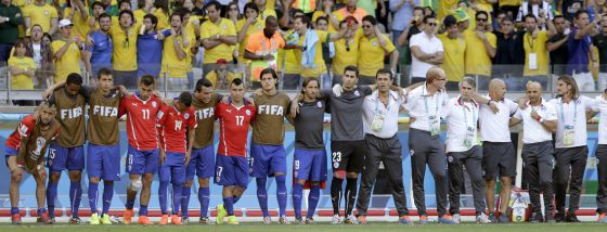 Os jogadores de Chile durante a ronda de pênaltis.