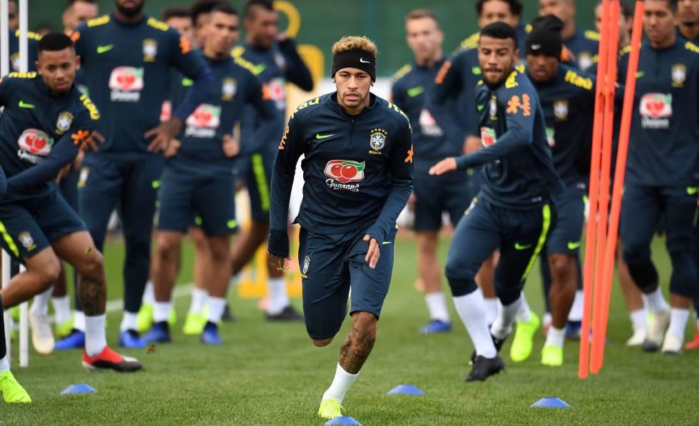Antes de enfrentar o Uruguai, seleção treina no CT do Arsenal.