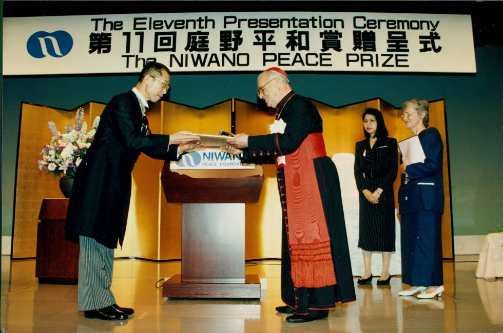 Dom Paulo Evaristo Arns recebe prêmio de Direitos Humanos no Japão.