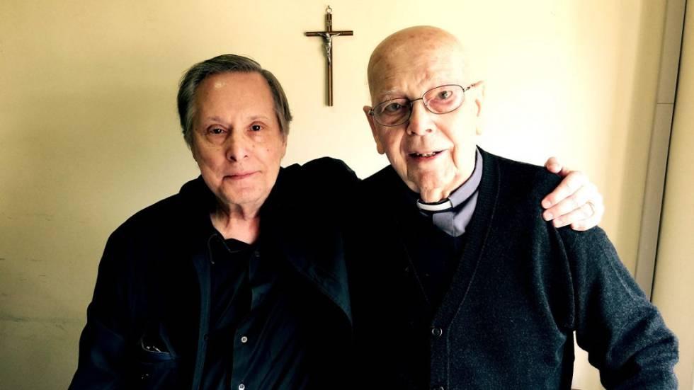 Wiliam Friedkin (à esq.) e o padre Gabriele Amorth