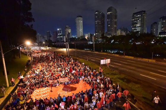 Manifestantes sem-teto durante um protesto em São Paulo.