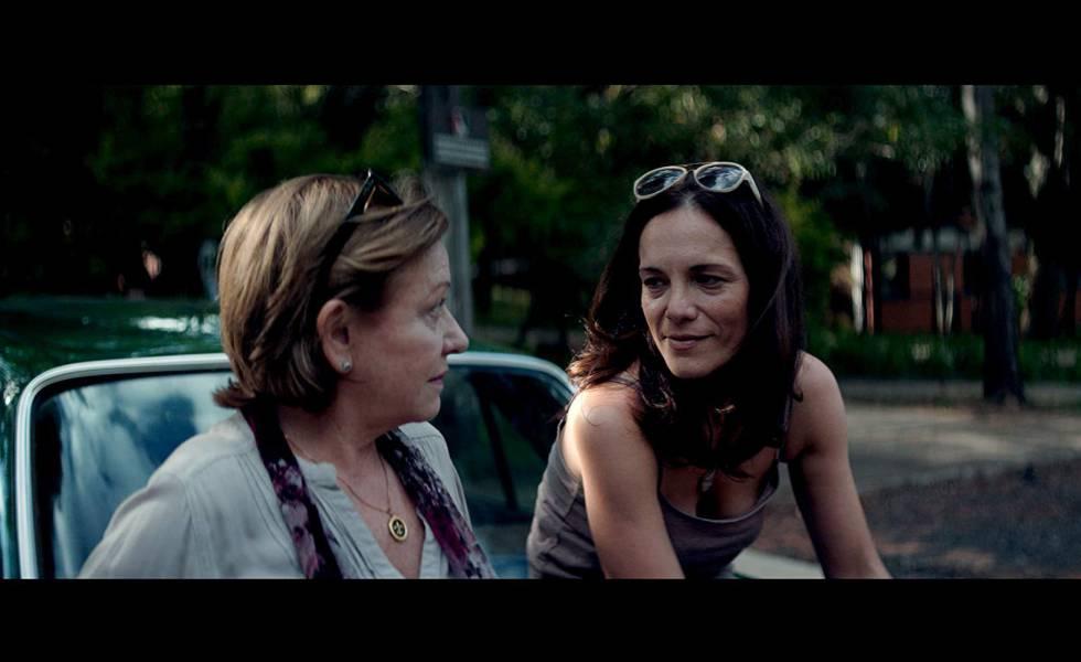 Ana Brun (à esq.) e Ana Ivanova em cena de 'As Herdeiras'.