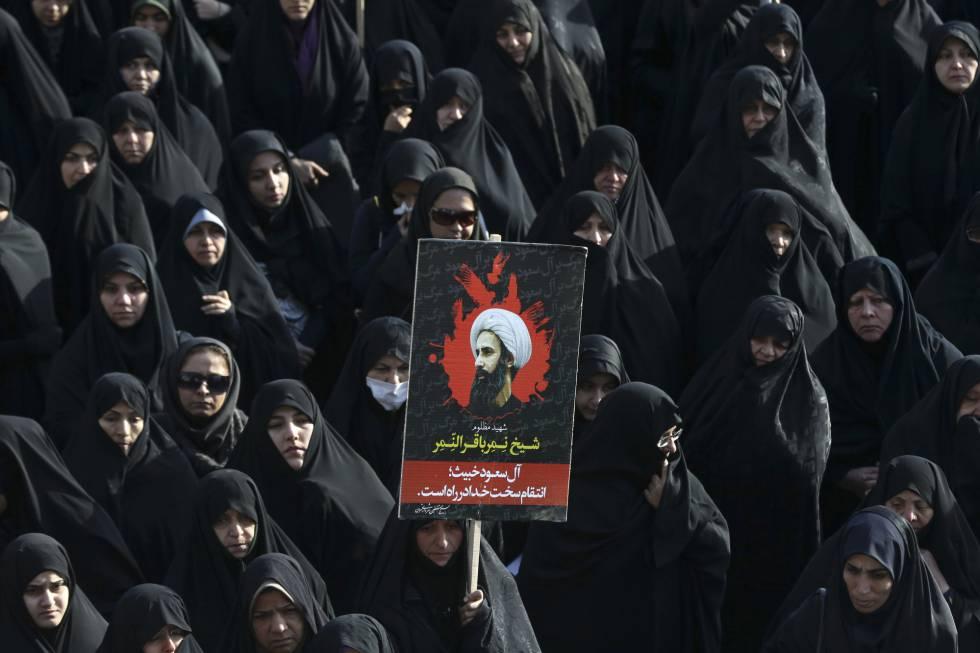 Mulheres protestam contra execução do clérigo xiita Nimr al-Nimr em Teerã, no Irã.