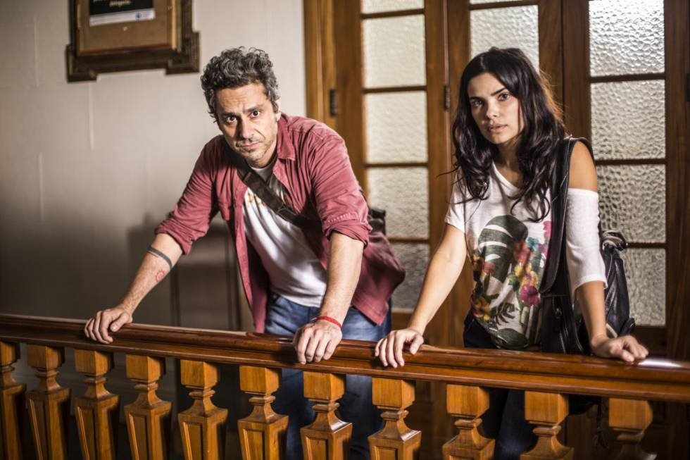 Alexandre Nero e Vanessa Giácomo nas gravações de 'A Regra do Jogo'.