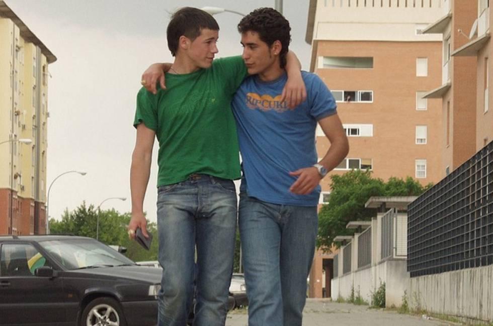 O que devemos responder ao nosso filho se ele quiser saber, numa definição com mais de 17 palavras, o que é o feminismo? Na imagem, Juan José Ballesta e Jesús Carroza no filme '7 Virgens'.