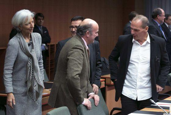 O ministro de Economia espanhol Luis de Guindos e o grego Yanis Varoufakis