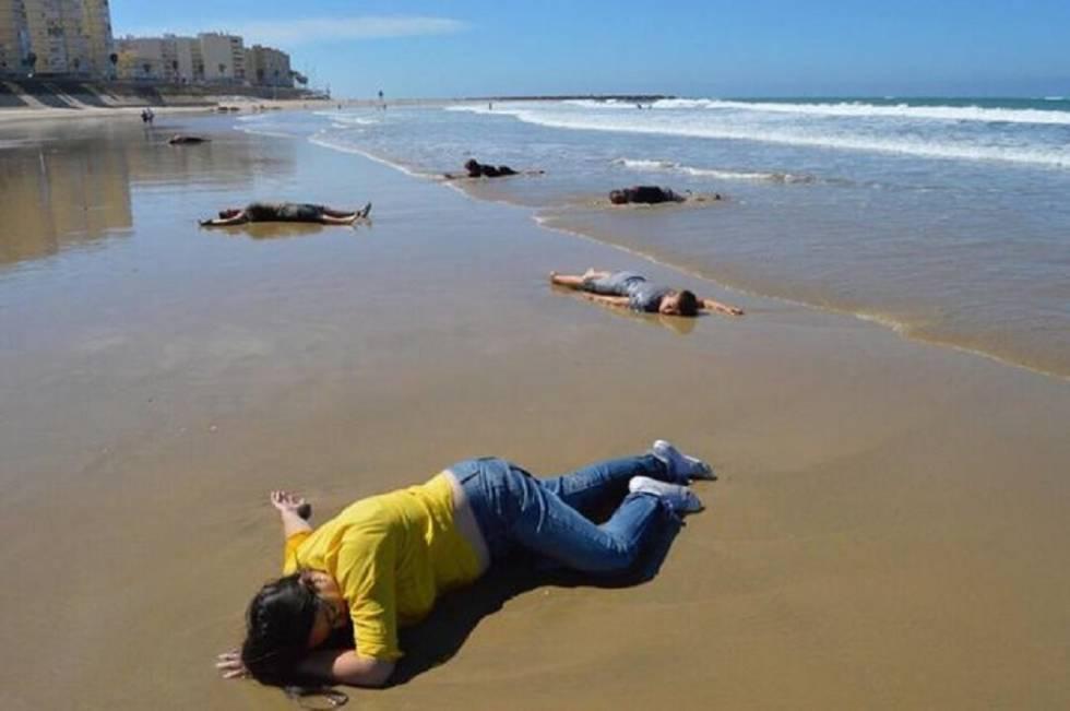 Foto da 'performance' organizada por Sara Cantos e José Sánchez Hachero e usada agora para difundir o boato.