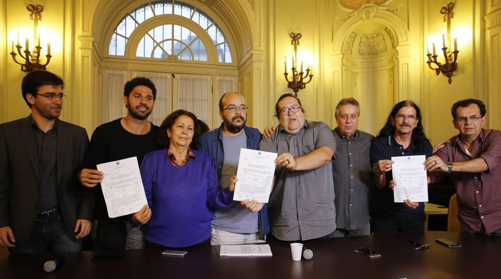 Vereadores do PSOL, NOVO e PSDB, unidos para levar o impeachment de Crivella para a Câmara.