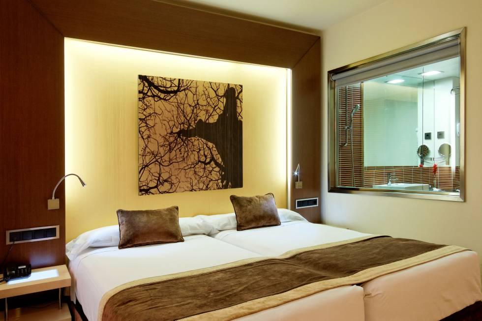 Quarto de um hotel de luxo em Madri.