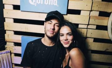 O jogador Neymar e a atriz Bruna Marquezine em Fernando de Noronha. Se a ideia é esquecer o ex, a recomendação é se manter ocupado e cortar contato e deixar de sonhar com reencontros como o do casal.