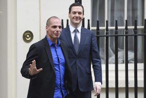 Yanis Varufakis (esquerda) com o ministro britânico da Economia, George Osborne.