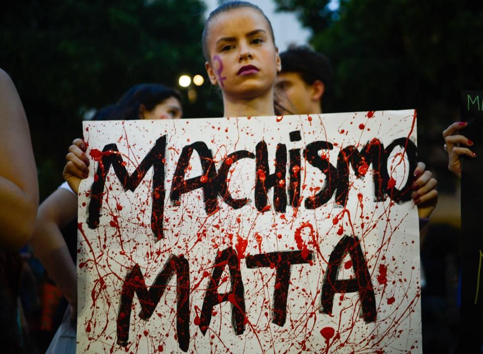 Ato contra cultura do estupro no Rio.