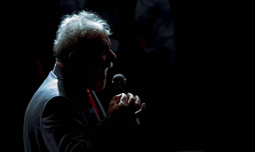 Lula, em um discurso no Rio de Janeiro, uma semana antes da prisão.