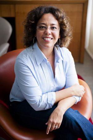 A jornalista Cristiane Correa em seu escritório em São Paulo.