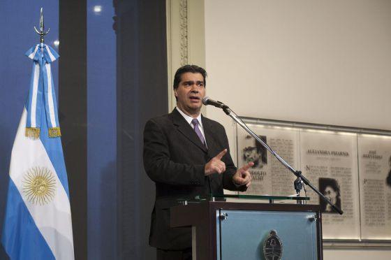 Jorge Capitanich, chefe de Gabinete argentino, fala à imprensa.
