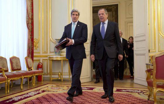 O secretário de Estado dos EUA e o ministro de Exteriores russo em Paris.